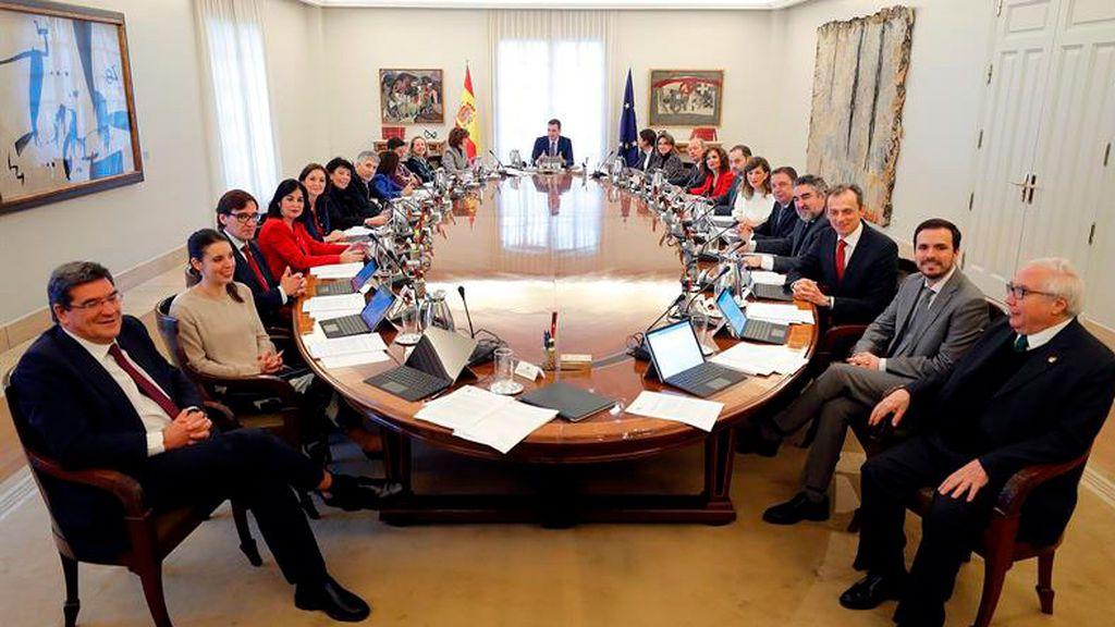 Sánchez preside la primera reunión del Consejo de Ministros