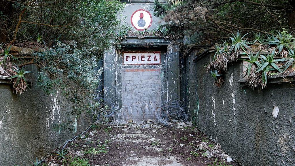 Instalaciones abandonadas en Paloma Alta