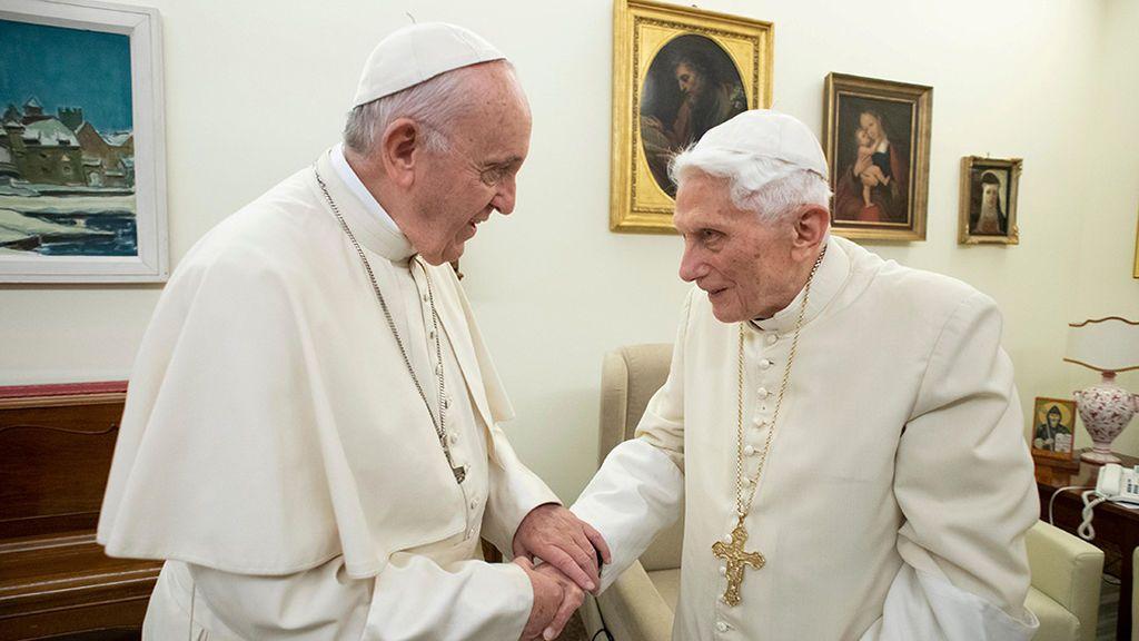 Benedicto XVI pide que se retire su nombre del polémico libro sobre el celibato sacerdotal