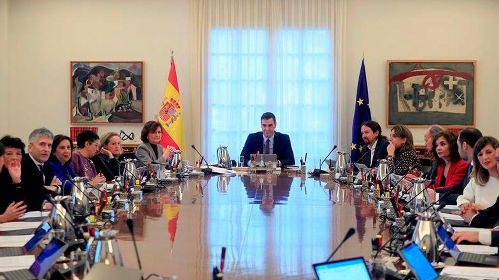 Pedro Sánchez  preside el primer Consejo de Ministros del Gobierno de coalición