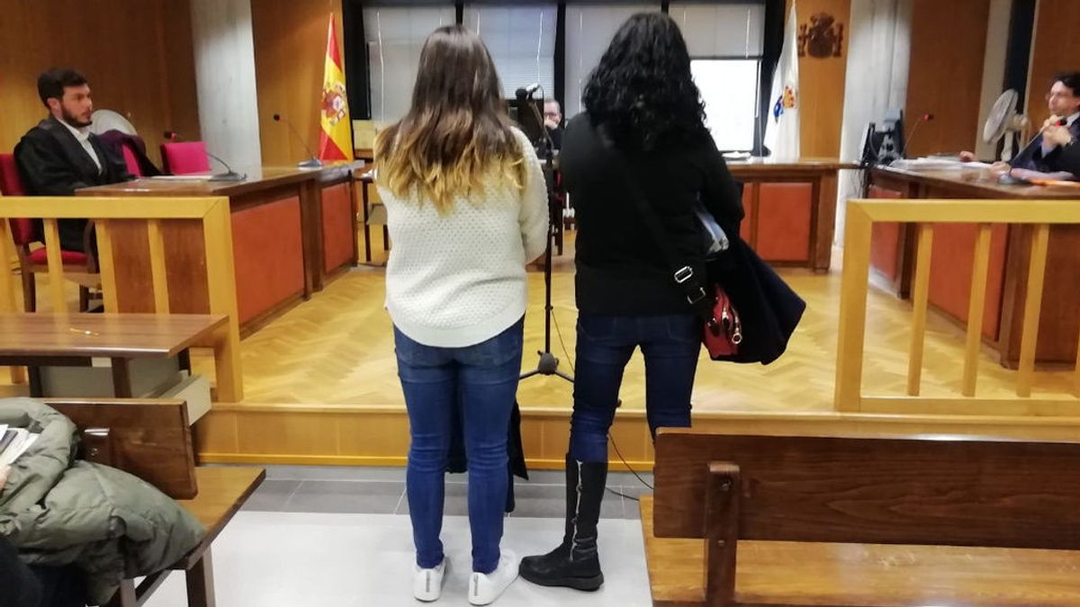Juzgan a una estudiante de la Universidad de Vigo y a su madre por liarse a paraguazos con un profesor