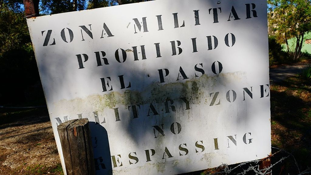 Un cartel prohibe el paso a Paloma Alta