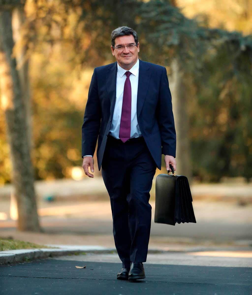 El nuevo gobierno se reune en su primer Consejo de Ministros