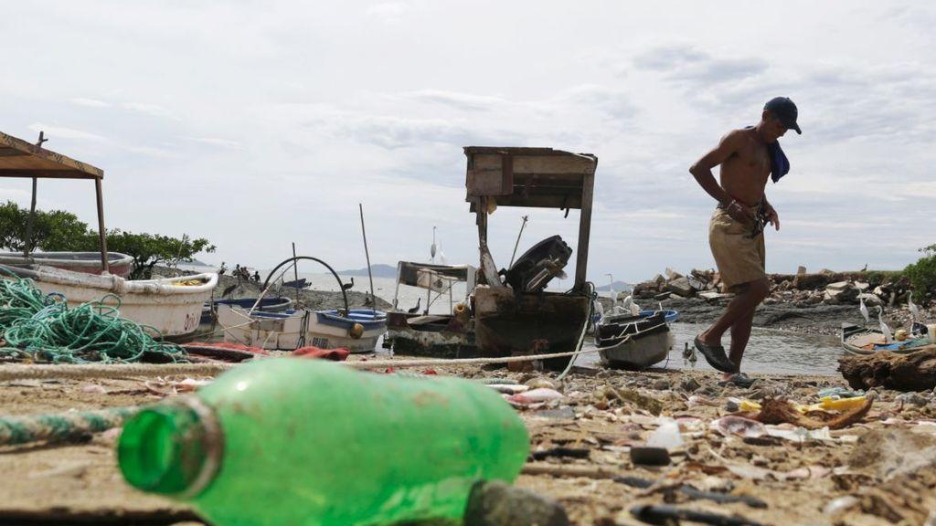 Moda a base de los plásticos que ahogan las aguas del planeta