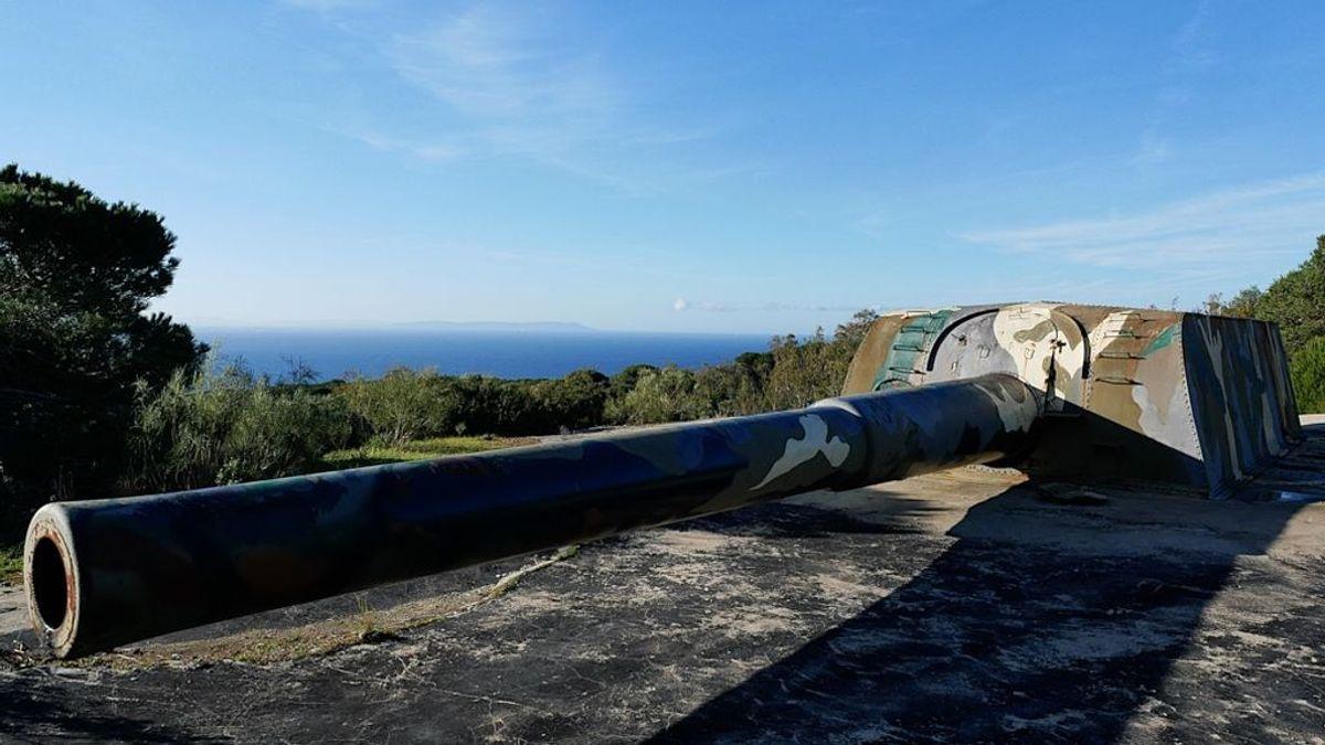 Gigantes en el Estrecho: el escondido destino de los mayores cañones de España