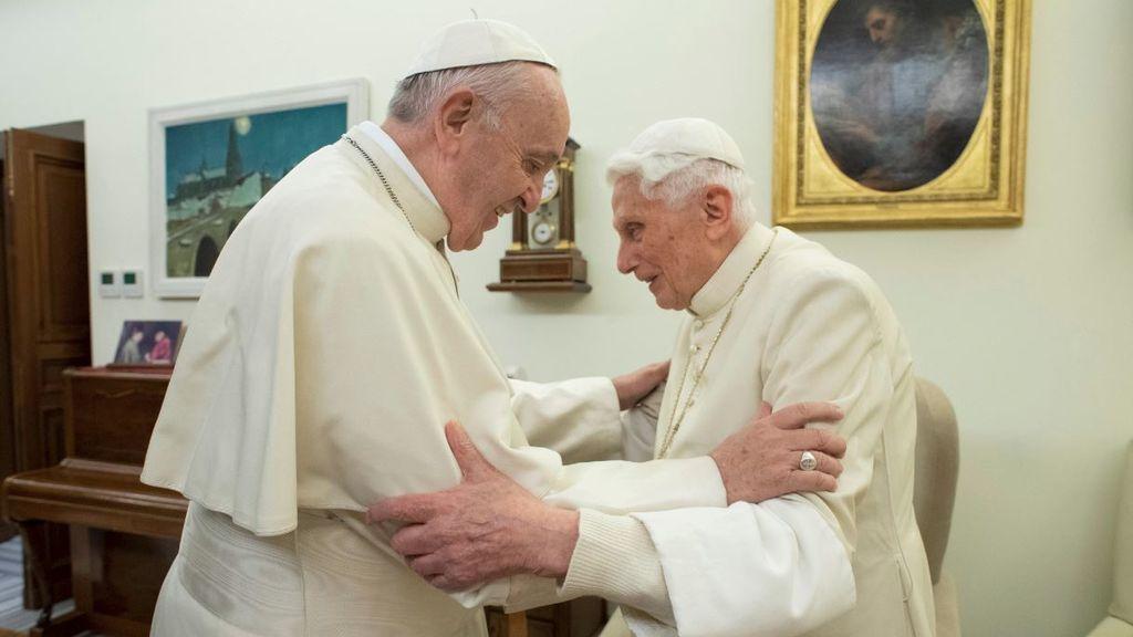 La batalla en el Vaticano por la supuesta injerencia de Benedicto XVI
