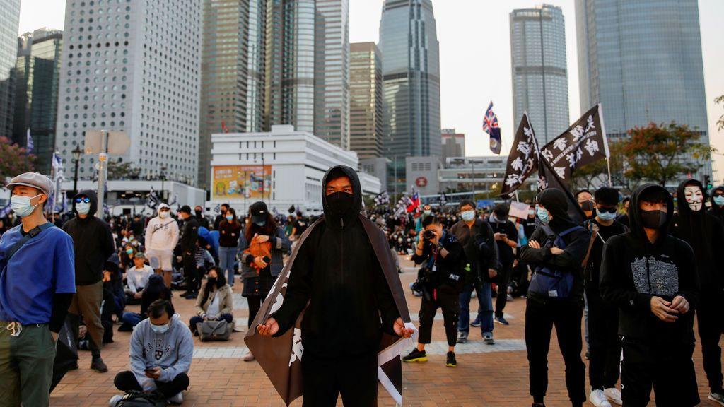 La Policía de Hong Kong detona una bomba de supuestos manifestantes contra el Gobierno