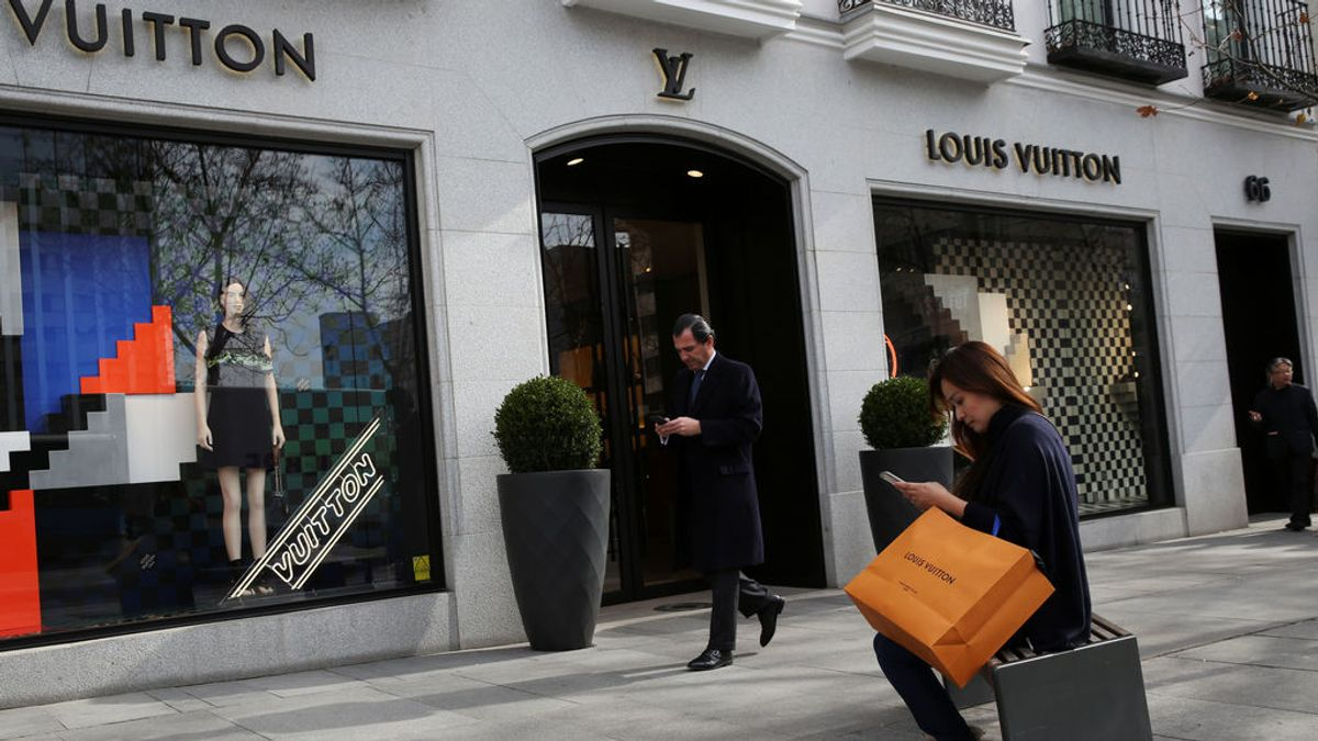 Los turistas ricos prefieren ir de compras a Francia, Reino Unido o Italia antes que venir a España