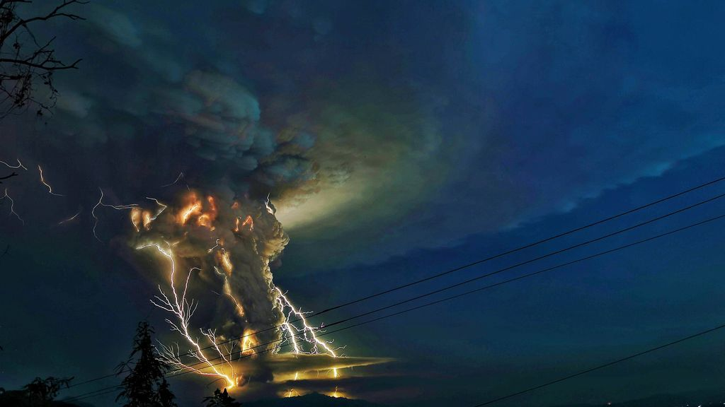 La erupción del volcán Taal está creando tormentas de ceniza y rayos