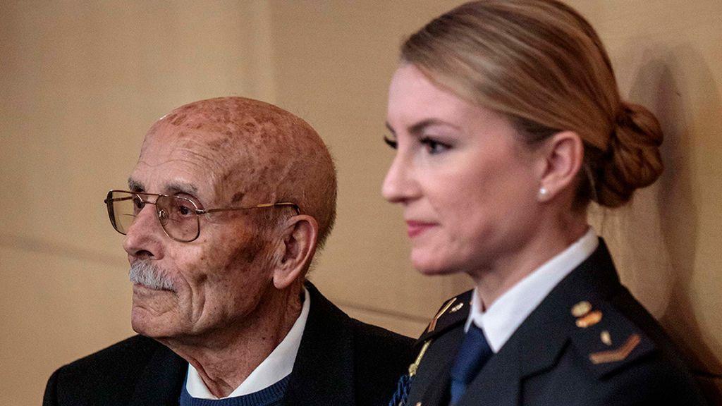 La Policía homenajea a su exagente más veterano, jubilado en 1978