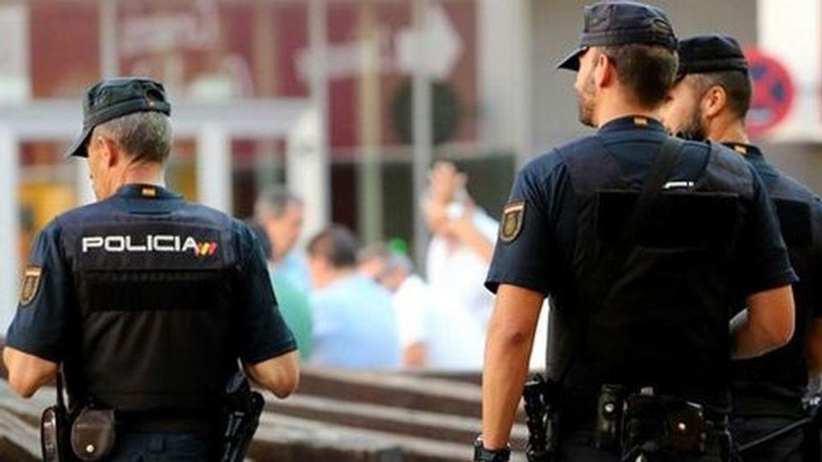 Detienen a dos hombres por 9 robos con violencia en comercios de Pamplona