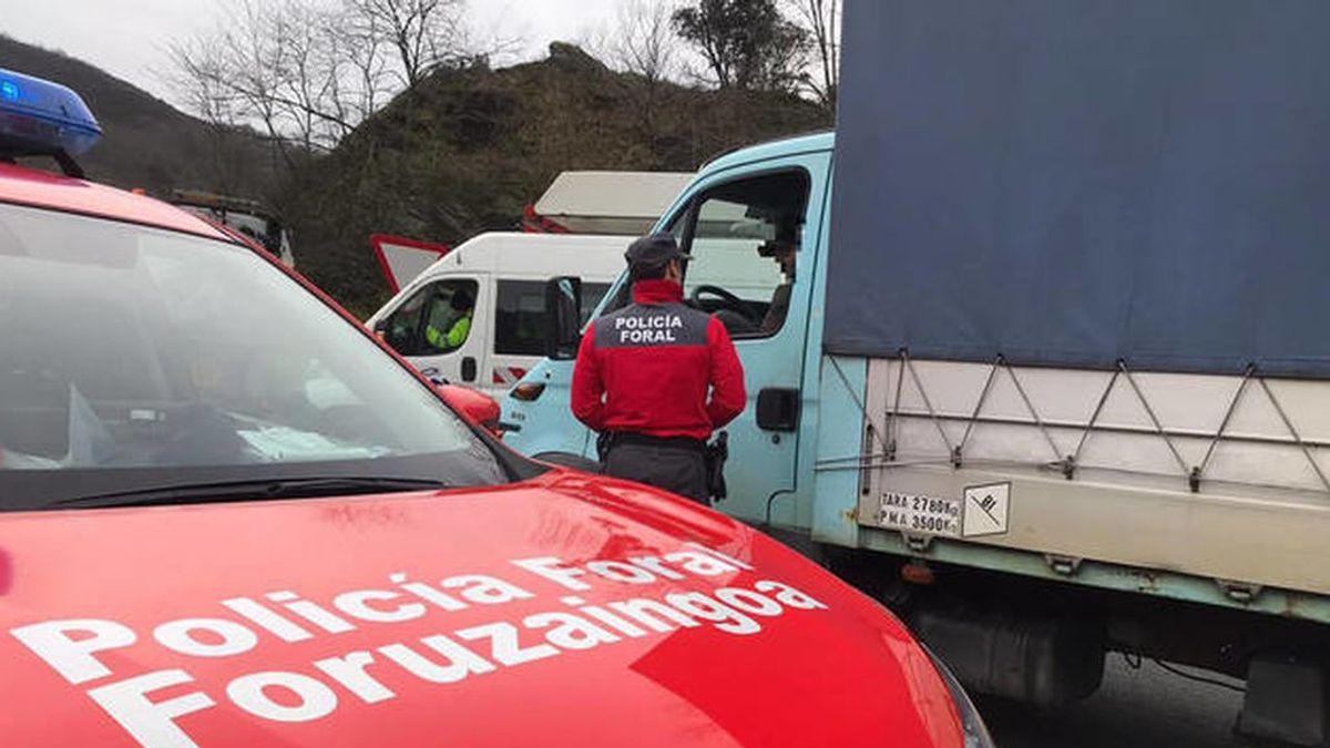 Conduce mientras ve la tablet y sin cinturón de seguridad en Navarra