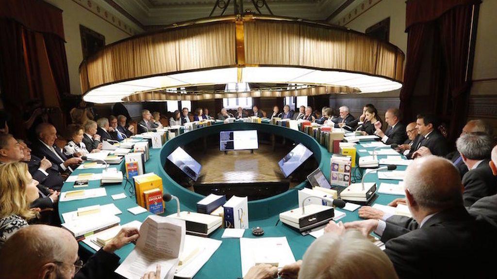 La RAE dictamina en contra de adaptar al lenguaje inclusivo la Constitución