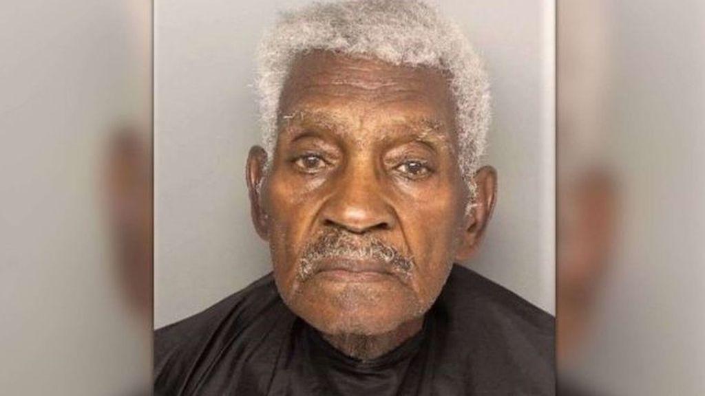 Un ladrón de bancos muy lento: el hombre, de 86 años, fue detenido mientras intentaba huir demasiado despacio