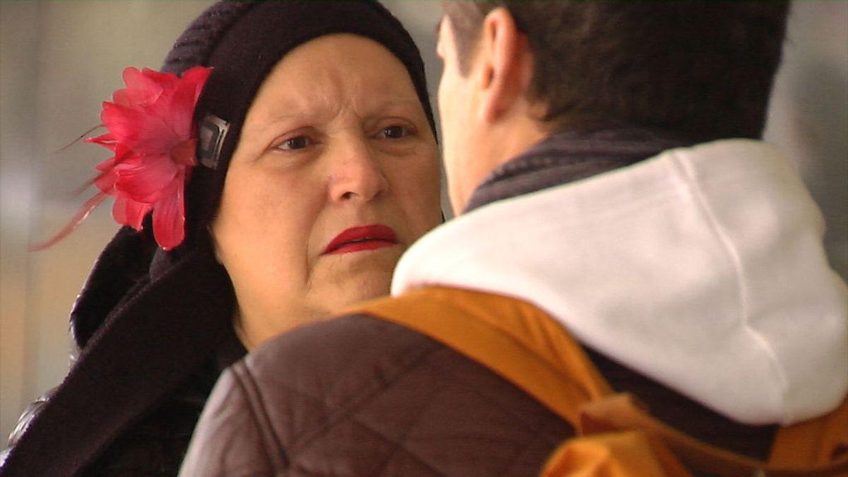 """El ángel de la guarda de las personas sin hogar en Santiago: """"Hoy están ellos y mañana podemos estar nosotros"""""""
