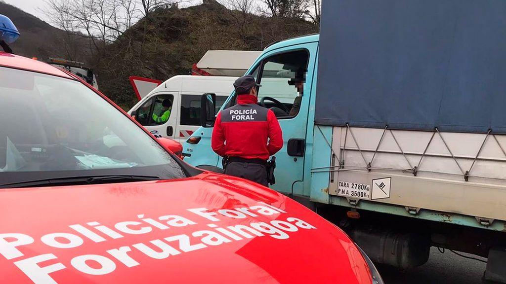 Multan a un camionero en Navarra por conducir mientras veía una telenovela en la tablet