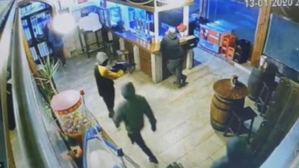 Asaltan un restaurante en Granada con una metralleta