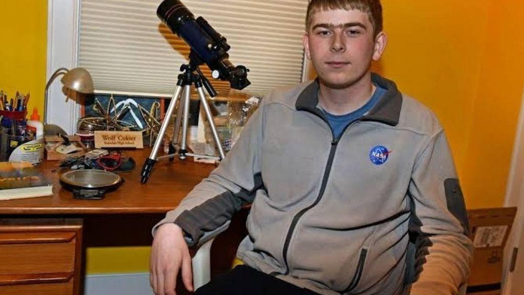 Un adolescente descubre un planeta seis veces mayor que La Tierra