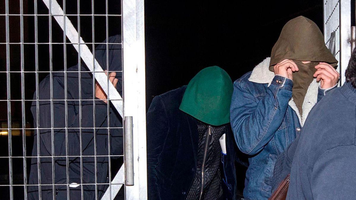 """Los padres de uno de los acusados de violar a tres hermanas en Murcia, """"convencidos de que son inocentes"""""""