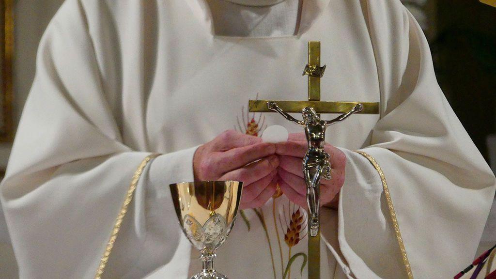 La presencia de capellanes católicos en hospitales cuesta un millón de euros en comunidades como la Valenciana o Madrid