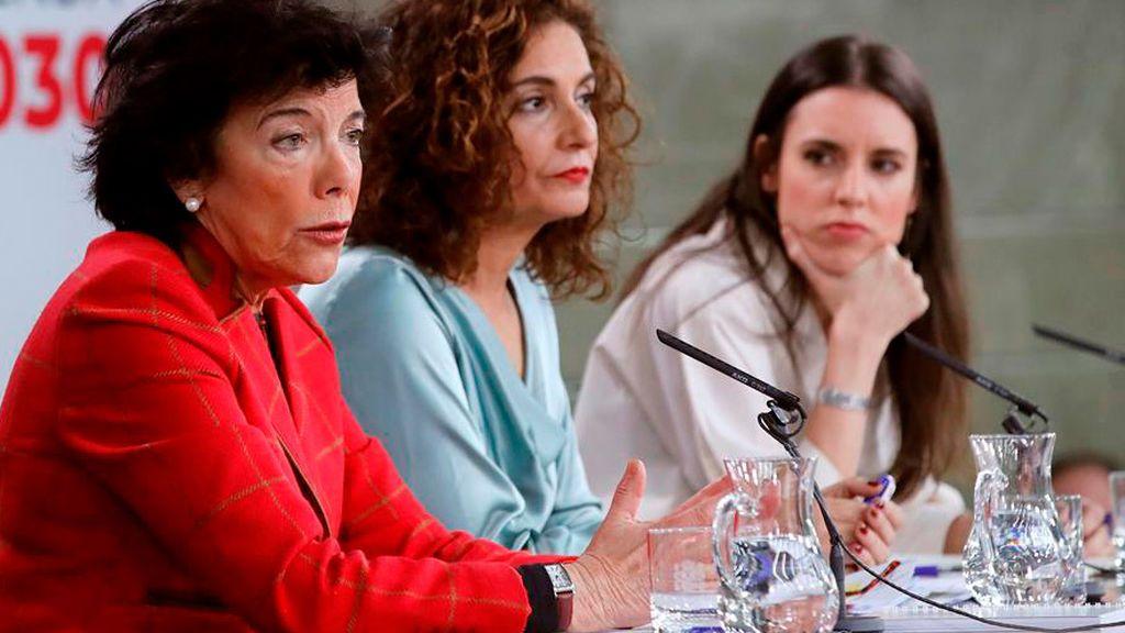 Isabel Celáa, María Jesús Montero e Irene Montero en Moncloa