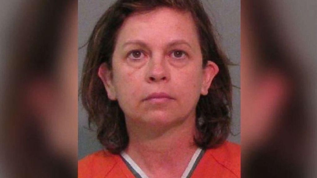 25 años de cárcel para una mujer por envenenar y matar a su marido: le echó gotas para los ojos en el agua