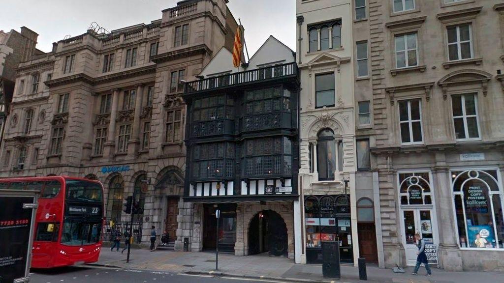 Exteriores termina con la 'doctrina Borrell' y permitirá la apertura de nuevas embajadas catalanas