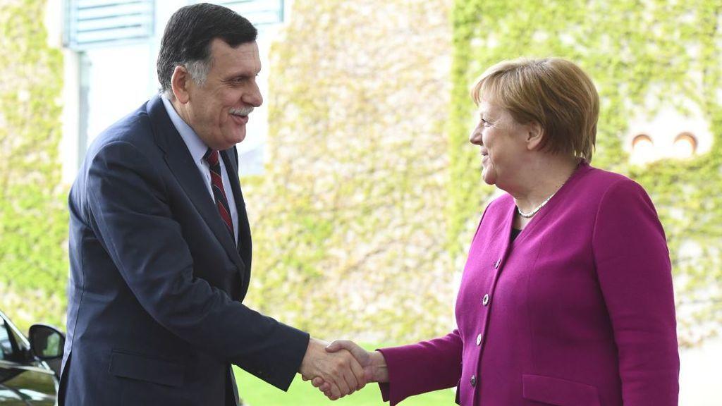 Merkel organiza una conferencia internacional en Berlín para tratar de poner paz en el avispero libio