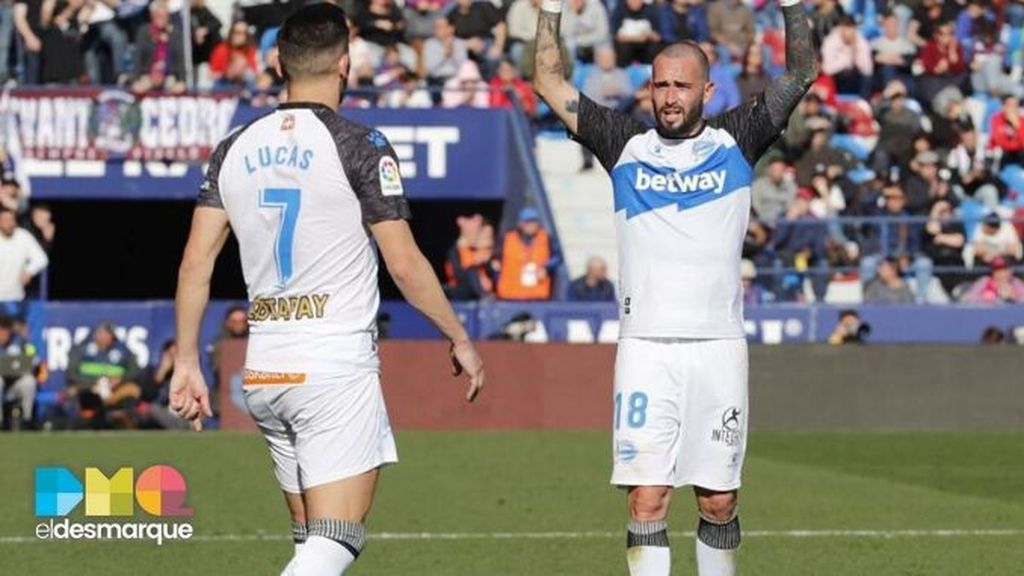 aleix vidal celebra su gol levante alavés
