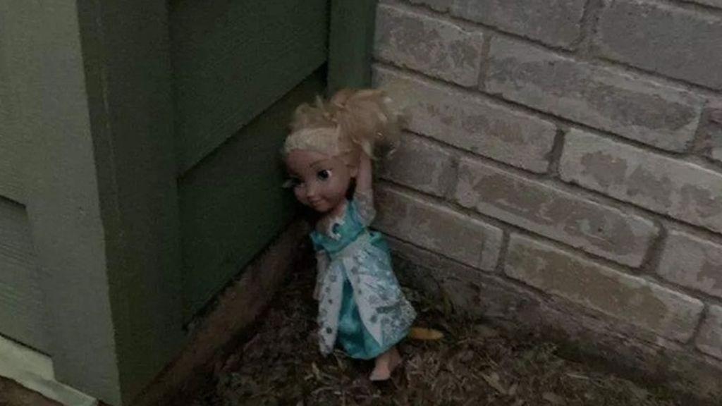 El terror de Elsa, la muñeca de 'Frozen': una familia asegura que está poseída y que no pueden deshacerse de ella