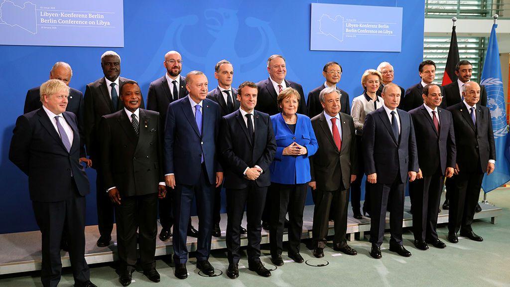 Merkel logra un compromiso internacional en Berlín para avanzar hacia la paz en Libia