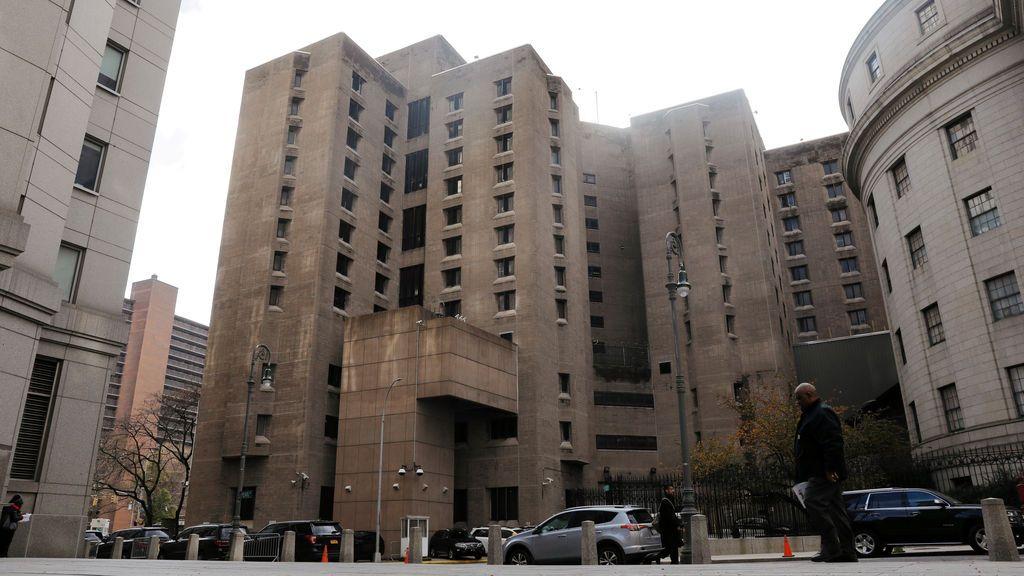 Limitan el acceso a Internet de los funcionarios de prisión por las negligencias cometidas la noche en que Epstein se suicidó