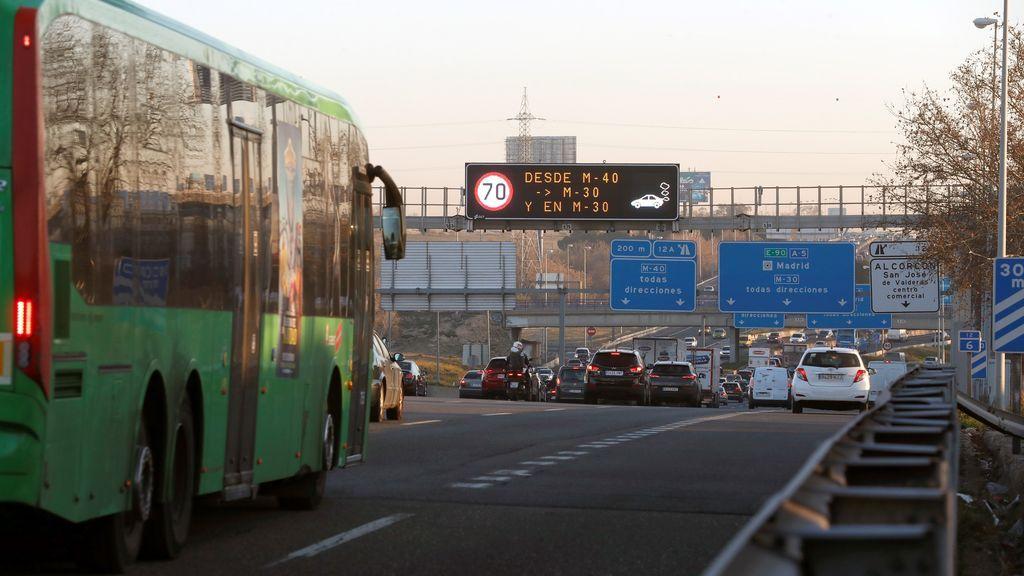 La DGT advierte sobre los riesgos de conducir de resaca: se sobrepasan en 4 veces los límites velocidad