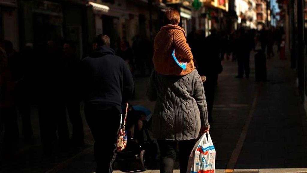 Los cuidados no remunerados realizados por mujeres en España equivalen a 16 millones de personas trabajando gratis