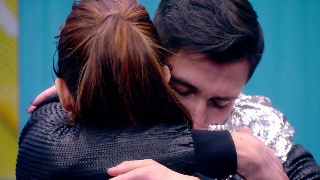 Imágenes inéditas: Gianmarco le pide a Adara entre lágrimas que se quede una noche más con él