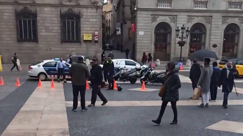 Apuñalado un trabajador del Ayuntamiento de Barcelona junto a la plaza Sant Jaume