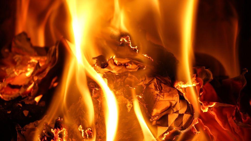 Muere un niño de tres años tras incendiarse la caravana donde dormía con su padre y su hermano