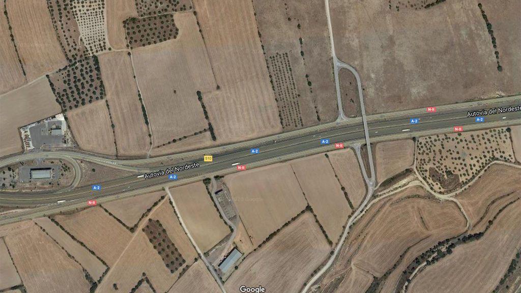 Mueren tres personas en un choque frontal entre dos camiones en la N-2, en Zaragoza