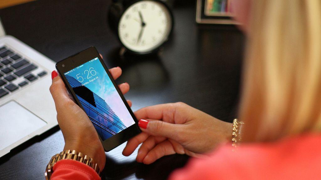 Una madre suplanta a su hija, menor de edad, para protegerla de un presunto acosador que le escribía al móvil