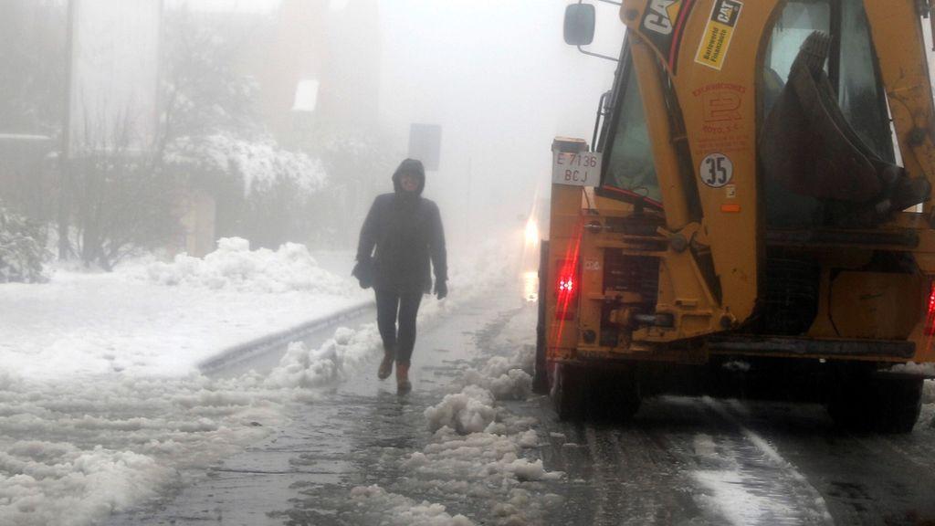 Consejos para caminar sobre hielo y nieve: estar alerta, mantener el equilibrio y usar ropa adecuada