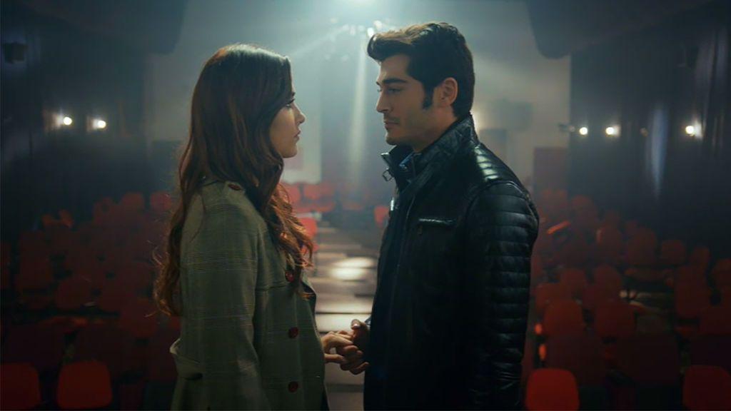 Murat le pide matrimonio a Hayat