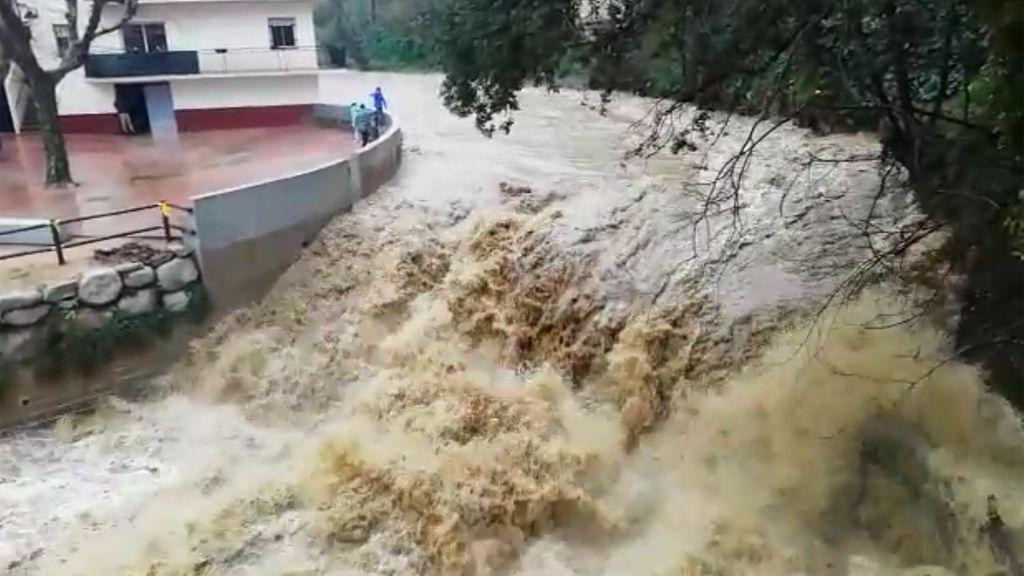 Espectacular riada con cataratas en Arbúcies, municipio catalán donde más ha llovido tras el paso de Gloria