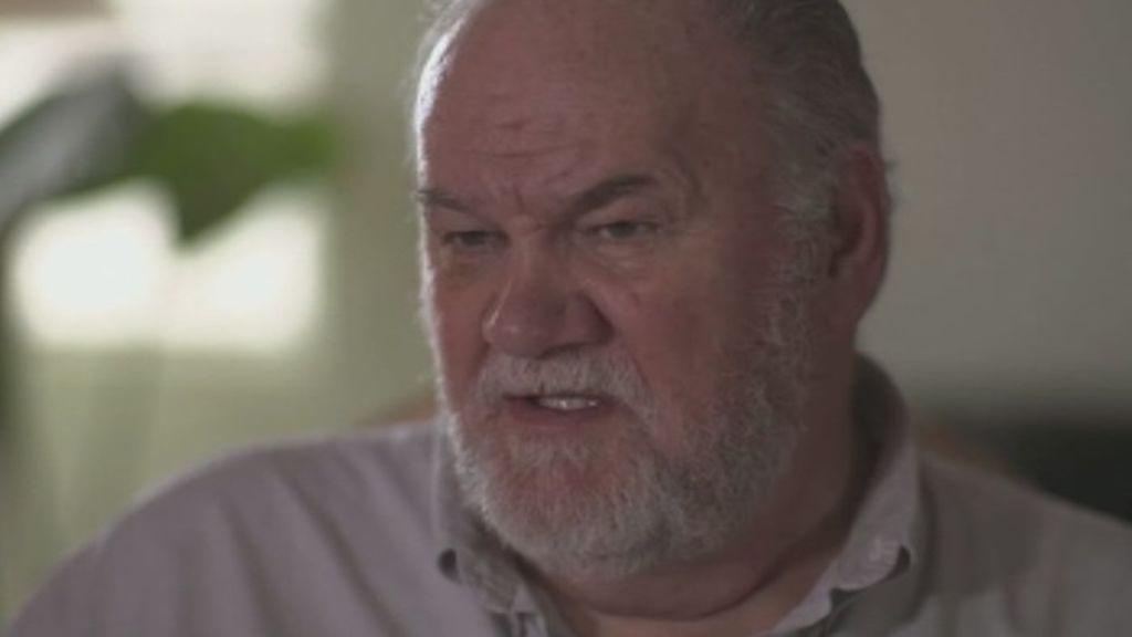 """El padre de Meghan Markle dice que su hija está convirtiendo a la Casa Real en unos """"almacenes de saldo"""""""