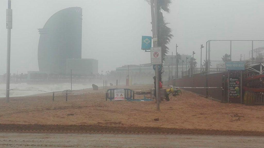 Desaparece la playa de la Barceloneta