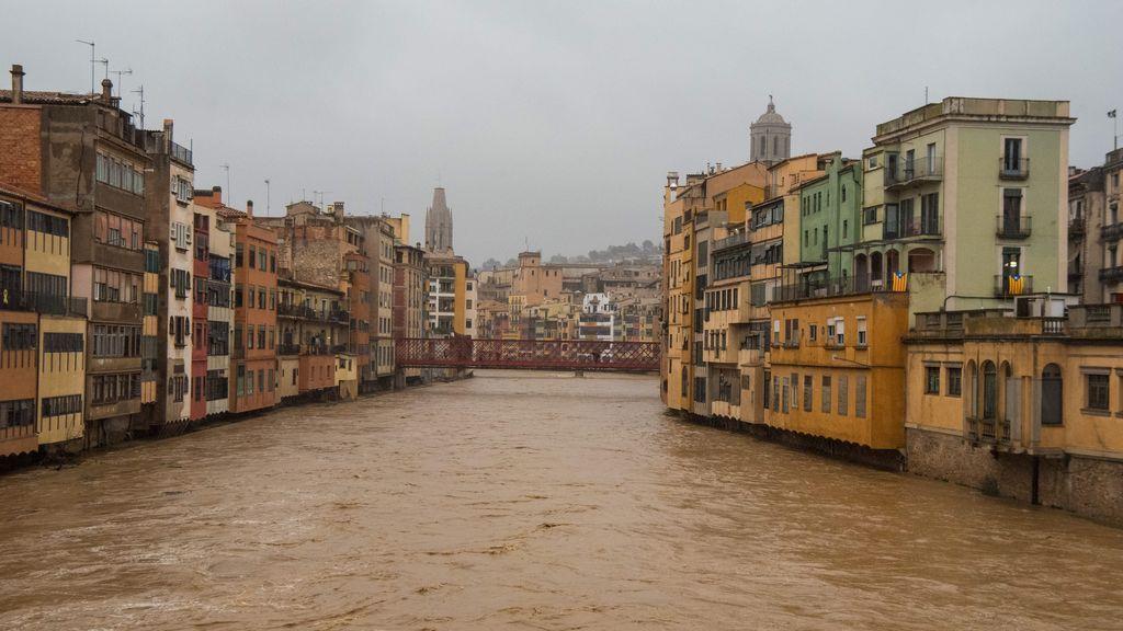Ríos desbordados, pueblos aislados por la nieve y olas que se tragan la costa: un temporal histórico