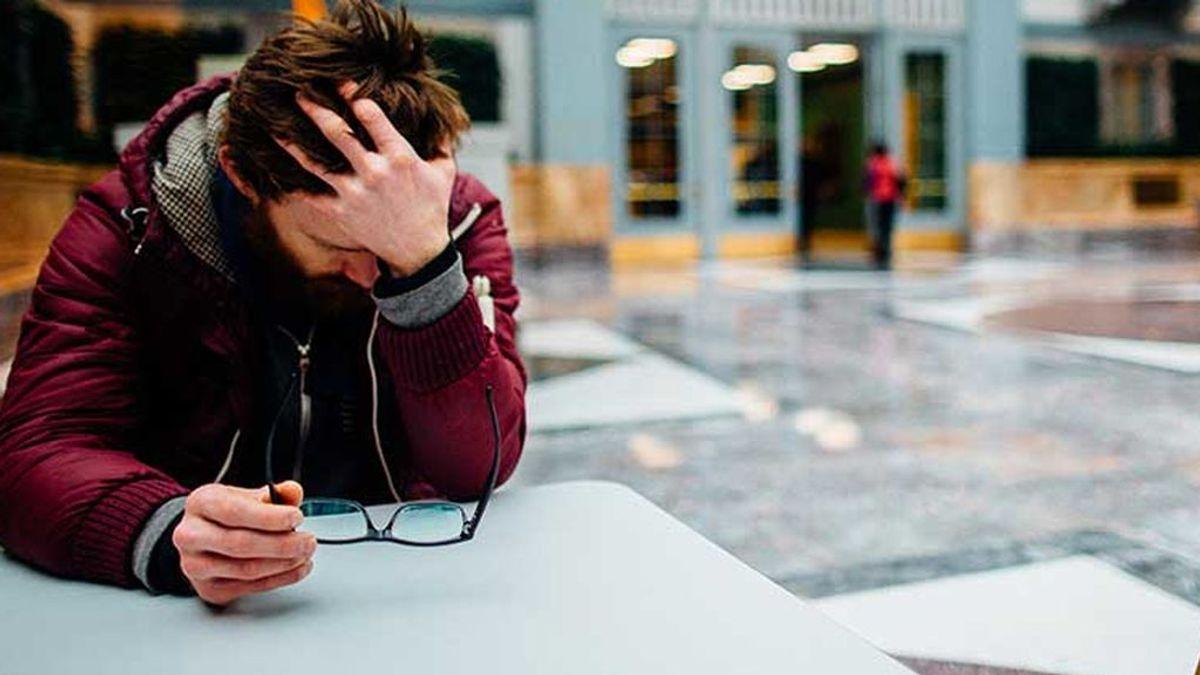 Subir el salario puede reducir la tasa de suicidios hasta un 6%, según un estudio