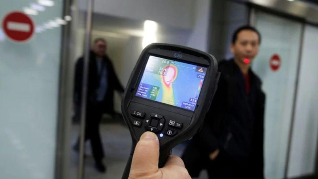 Luis Enjuanes, experto en coronavirus, aconseja imitar a EEUU y controlar en los aeropuertos a los pasajeros procedentes de China