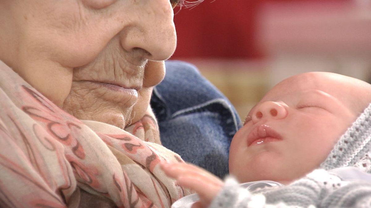 """Los 'babies reborn', la mejor terapia para los enfermos de Alzheimer: """"los conectan con su entorno"""""""
