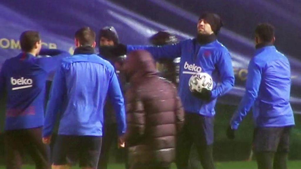 """Piqué vacila con el temporal en el entrenamiento del Barça: """"Por menos hemos cancelado entrenos"""""""