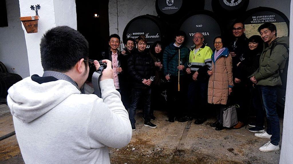 Fotografia de grupo en la bodega